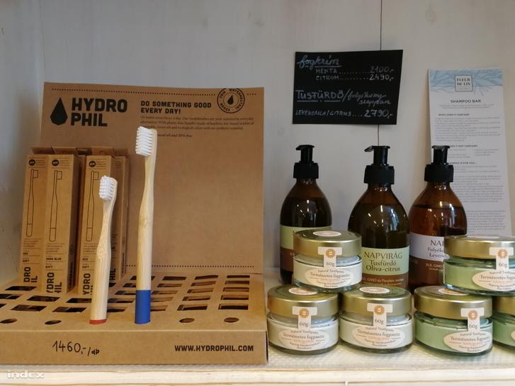 Csomagolásmentes bambuszfogkefe, tégelyes fogkrémek és tusfürdők a Ligetiben