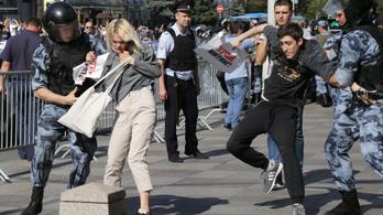 Százával állítják bíróság elé a hatalom ellen tüntetőket Oroszországban