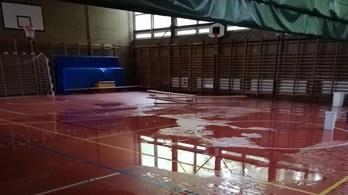 Még mindig nem sikerült megoldani, hogy ne ázzon be a kaposvári iskola