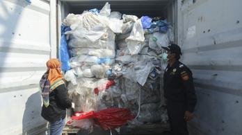 Indonézia kilenc konténernyi szemetet küld vissza a feladónak