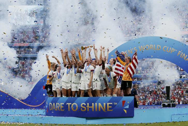 A világbajnok amerikai csapat a döntő után