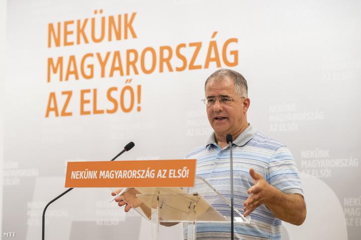 Kósa Lajos a Fidesz önkormányzati választásokért felelős kampányfőnöke sajtótájékoztatót tart az önkormányzati választásokról a Fidesz Lendvay utcai székházában 2019. július 30-án