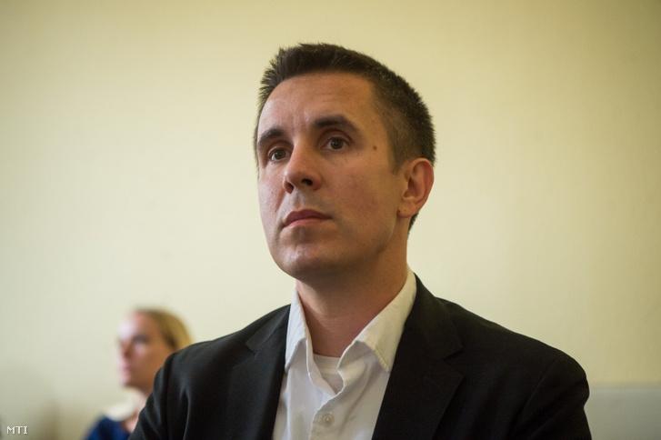 Czeglédy Csaba (Éljen Szombathely!-MSZP-DK-Együtt) szombathelyi önkormányzati képviselő a Demokratikus Koalíció európai parlamenti (EP-) képviselőjelöltje a Nemzeti Választási Bizottság (NVB) ülésén a Nemzeti Választási Iroda (NVI) Alkotmány utcai székházában 2019. május 7-én.