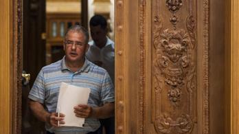 Százezer emberrel dörrenti be a Fidesz az őszi kampányt