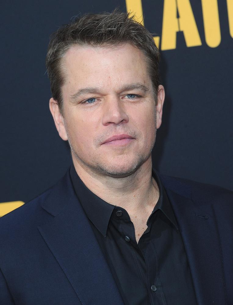 Matt DamonA színész átlagos testalkatú a hétköznapjain, azonban az Informátor című film kedvéért Tom Hardy-hoz hasonlóan közel 14 kilót szedett fel, csak épp nem izom formájában