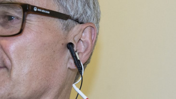 A fülcsiklandozás lassíthatja az öregedést