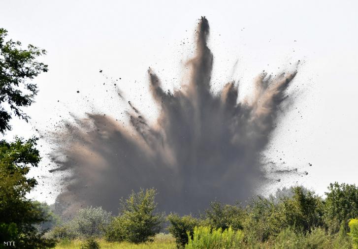 Felrobbantják a Bozsik-stadion építkezésén talált brit légibombát 2019. július 30-án Tatárszentgyörgyön