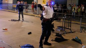 Hongkongban ismét összecsaptak tüntetők a rendőrökkel