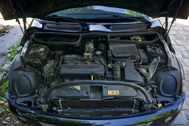 A Tritec nevű motort a Chryslerrel közösen, Brazíliában gyártotta a BMW. A Minin kívül még Chrysler Neon és PT Cruiser orrában találunk ilyet