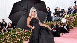 Lady Gaga most a hangmérnökével smacizott, méghozzá elég merész szerelésben