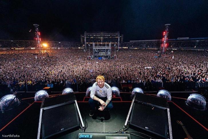 Ed Sheeran, a Sziget idei headlinere a júniusi koncertjén, Hockenheimben.