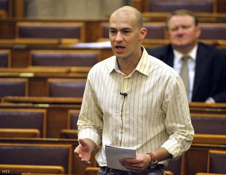 2009. október 13. Gusztos Péter a Szabad Demokraták Szövetsége (SZDSZ) frakcióvezető-helyettese napirend előtt felszólal az Országgyűlés plenáris ülésén.