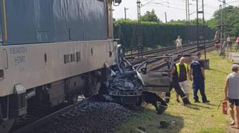 Kocsit toltak át a vasúti átjáróban Vecsésnél, elütötte az érkező vonat