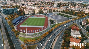 LED-világítású kerítést, nagy focipályát kap a BAH-csomópont