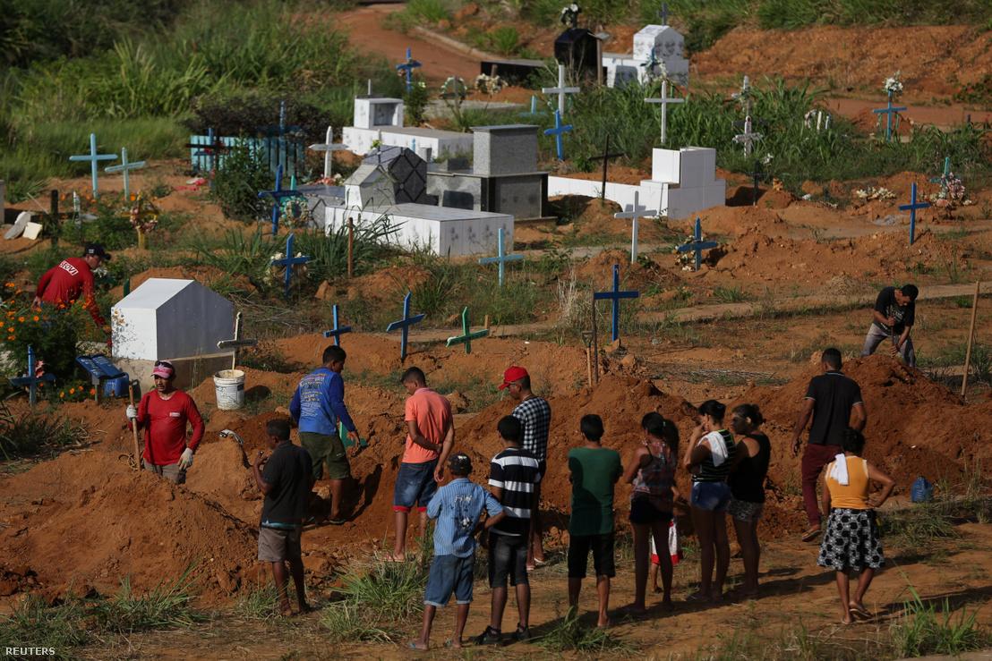 A börtönben zajló zavargások áldozatainak temetése az Altamirai Sao Sebastiao temetőben