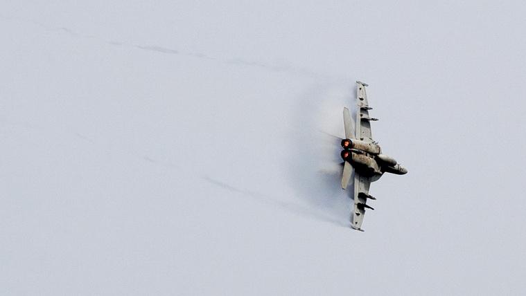 Balesetet szenvedett egy F-18-as vadászgép Kaliforniában, nincs hír a pilótáról