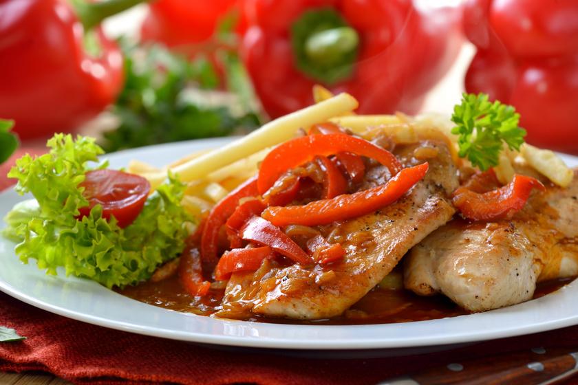 Szaftos lecsós csirkemell: összesütve a legfinomabb