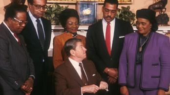 Majmoknak nevezte egy ENSZ-delegáció fekete tagjait Ronald Reagan