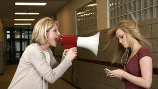 A tanárnak helyben vagy a szülőnek otthon kell megoldani a magatartásproblémákat?