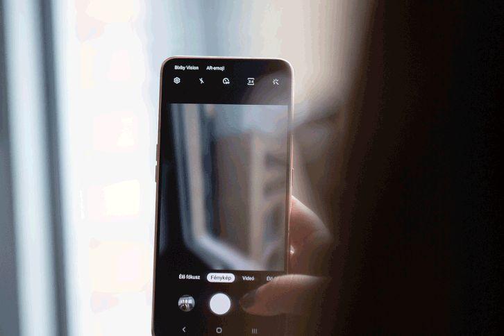 Átfordulós kamera került a Samsungba.