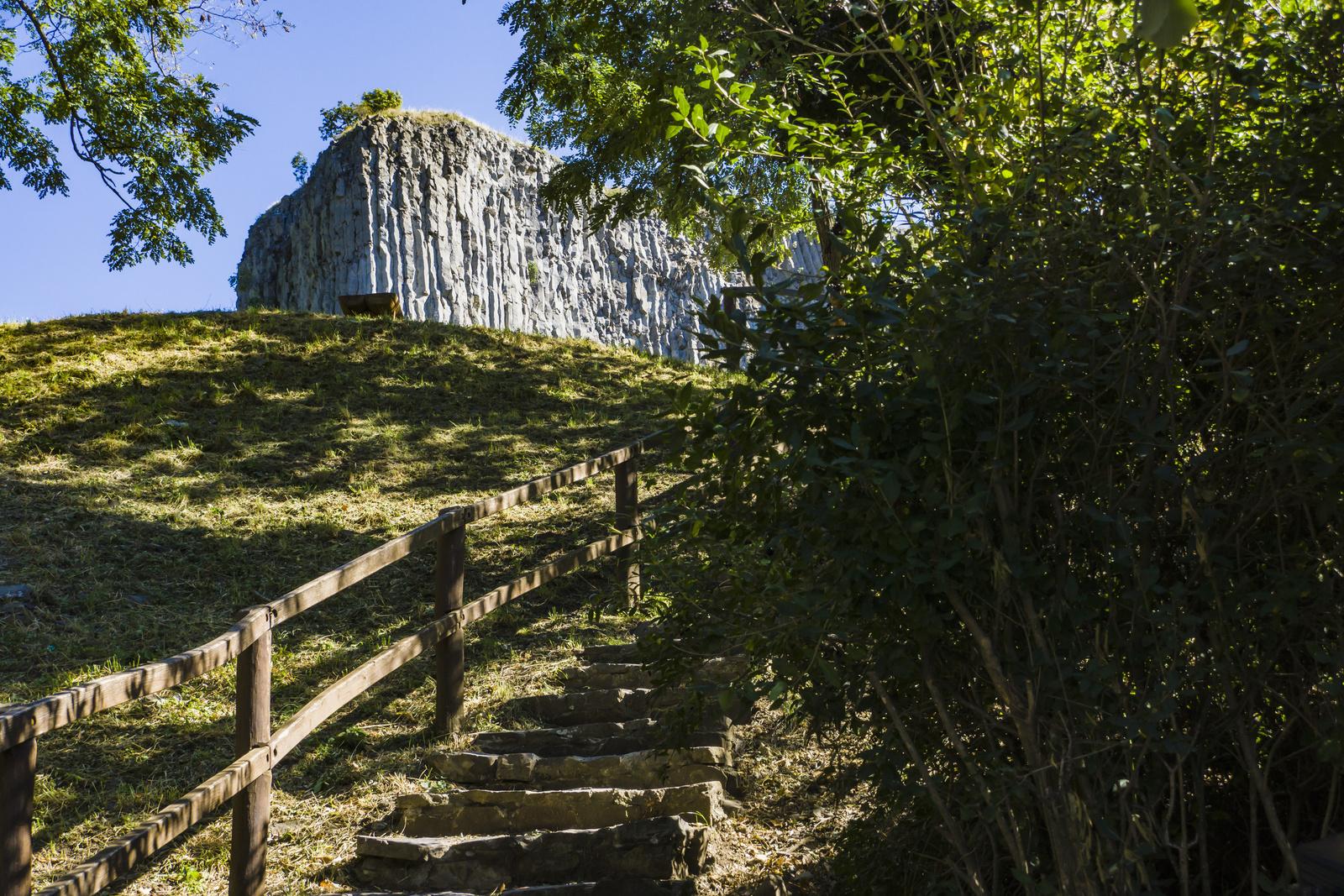 A Balatonnál a Hegyestű különleges, bordázott vonulatai a gyógyulni vágyók egyik kedvelt célpontjai.