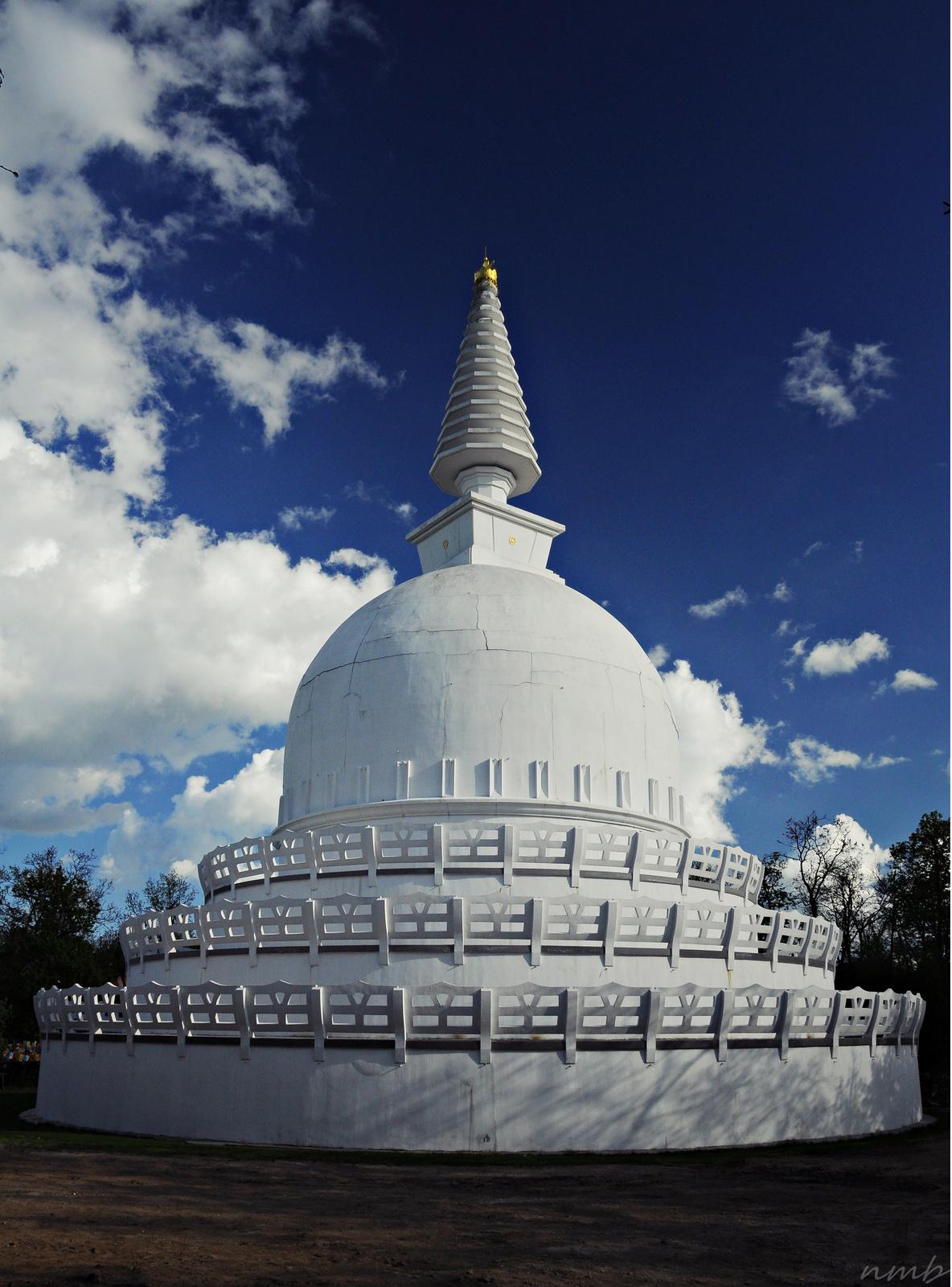 Nem természeti képződmény, de sokan gyógyító erejűnek vélik a zalaszántói sztúpát, melyet a 14. Dalai Láma avatott fel.