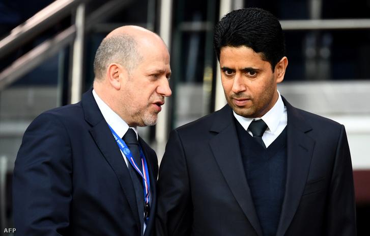 A PSG igazgatója Nasser Al-Khelaifi (jobbra) beszél a PSG portugál sportigazgatójával, Antero Henrique-vel Párizsban 2019. május 18-án