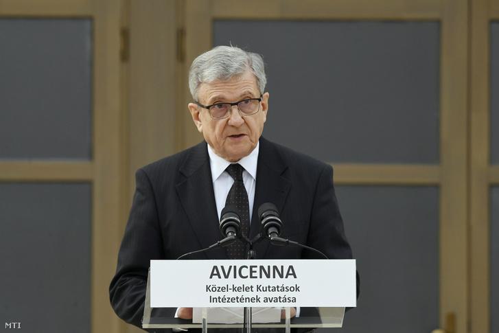 Maróth Miklós akadémikus, az intézet igazgatója beszédet mond az Avicenna Közel-Kelet Kutatások Intézete épületének avatásán Piliscsabán 2019. április 9-én