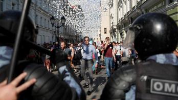 Két újabb ellenzéki tüntető ellen emeltek vádat Moszkvában
