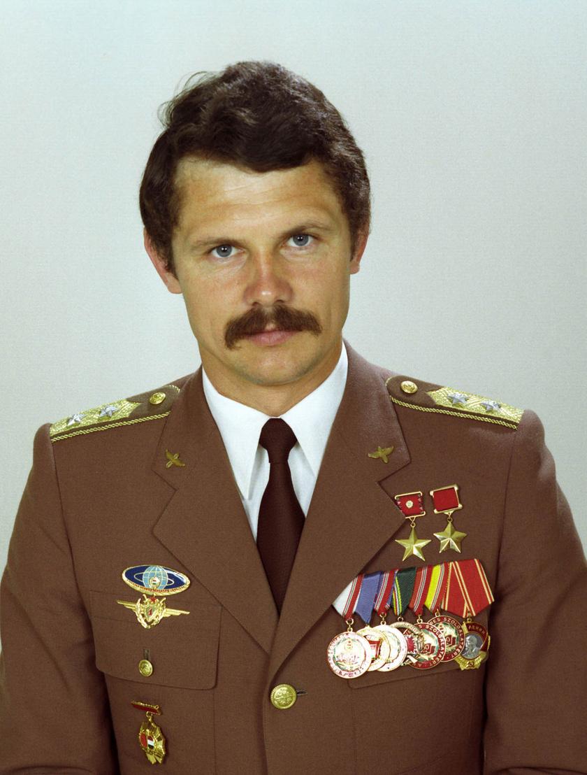 Farkas Bertalan az első és máig egyetlen magyar űrhajós, aki űrutazáson vett részt.