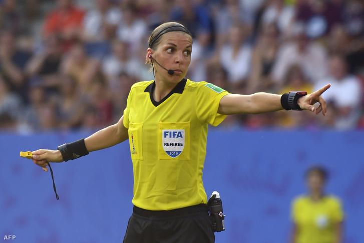 Stéphanie Frappart a 2019-es női futball-vb döntőjében