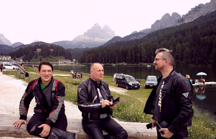 Kicsit fárad már a banda a Lago di Misurinánál
