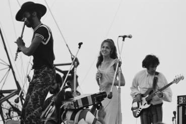 Sweetwater zenekar a színpadon, balról-jobbra:  Albert Moore, August Burns (cselló), Nancy Nevins és Fred Herrera