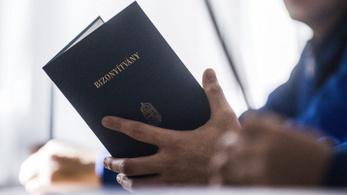 Mit akar a kormány a magántanulókkal és a felnőttképzésekkel?