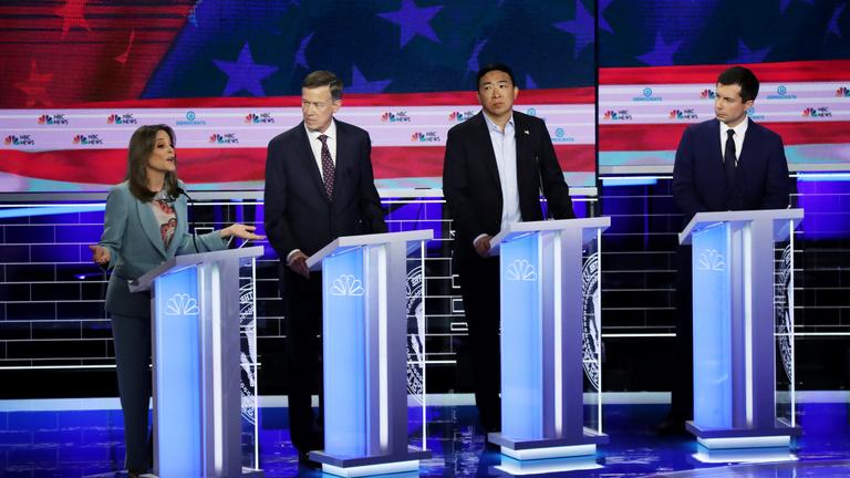 Donald Trump ellentéte egy ázsiai származású férfi, aki szereti a matekot