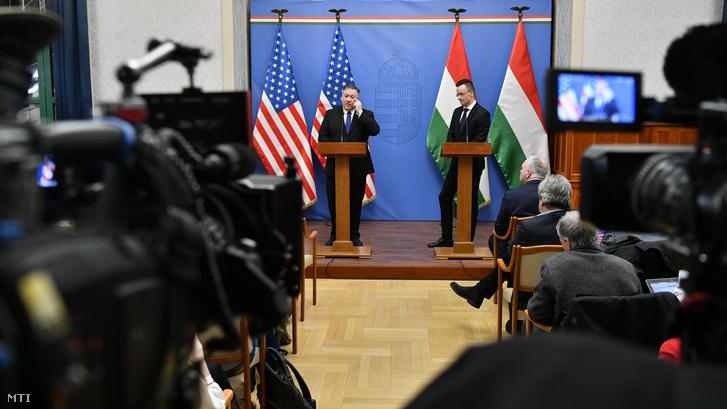 Mike Pompeo amerikai külügyminiszter és Szijjártó Péter külgazdasági és külügyminiszter a tárgyalásukat követően tartott sajtótájékoztatón a Külgazdasági és Külügyminisztériumban 2019. február 11-én.