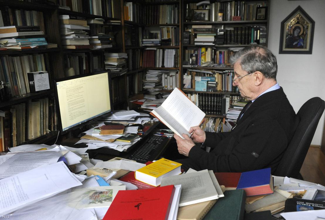 Maróth Miklós budapesti otthonában 2016. április 25-én.