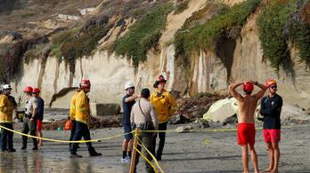 Három strandoló meghalt Kaliforniában, amikor rájuk szakadt egy szikla