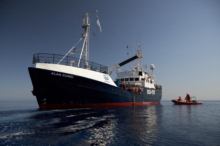 A Sea-Eye német segélyszervezet Alan Kurdi nevű mentőhajója 2019. július 5-én.