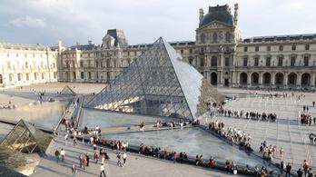 Túl nagy a tömeg a Louvre-ban, kötelező lesz előre helyet foglalni