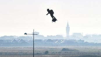 A francia légdeszkás átrepült a La Manche-csatornán