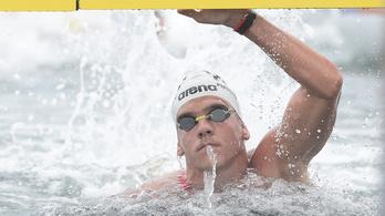 Rasovszky bombaformában, újabb világkupa aranyat nyert az úszó