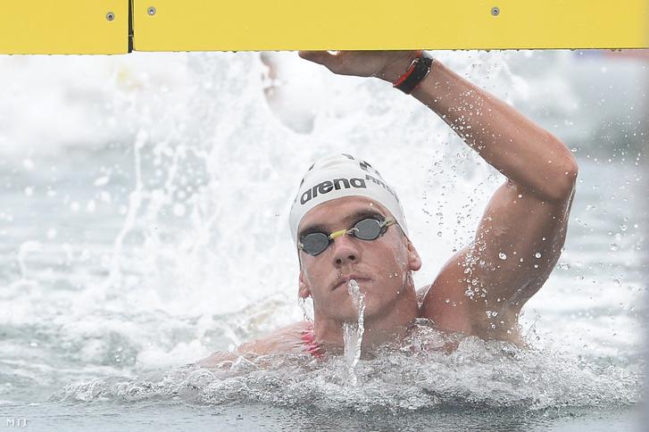 A győztes Rasovszky Kristóf célba ér a nyíltvízi úszók férfi 5 kilométeres versenyében a 18. vizes világbajnokságon a dél-koreai Joszuban 2019. július 13-án.