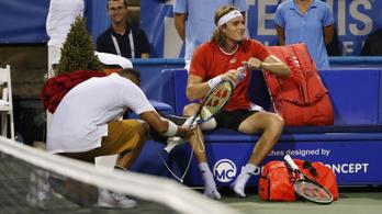A tenisz fenegyereke cserecipővel térdelt le ellenfele előtt