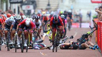 A vad sprintből óriási tömegbukás lett a női bringaversenyen