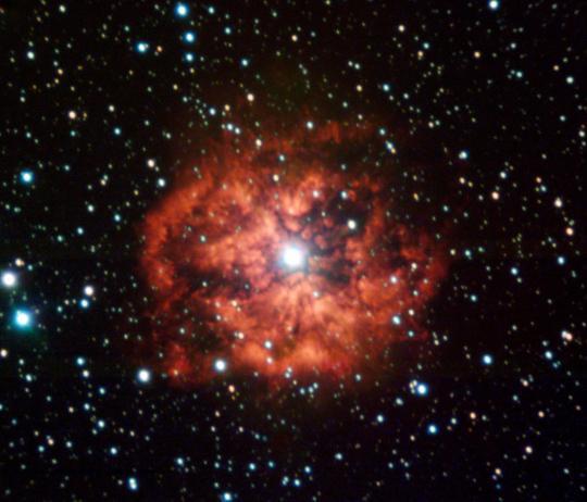 Az ESO VLT távcsőegyüttesének UT1 teleszkópján üzemelő FORS1 műszer felvétele az egyik legismertebb, WR124 katalógusjelű Wolf-Rayet csillagról és a körülötte található M1-67 jelű ködről.