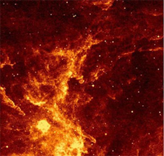 ,28 μm-es MSX (Midcourse Space Experiment) felvétel a WR142b kétfokos környezetéről. A csillag pozíciója a kép közepén van.