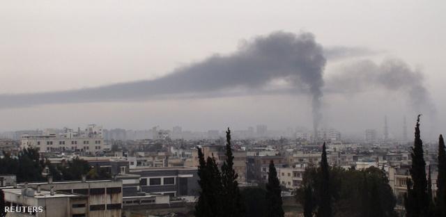 A kormányerők csütörtökön is hevesen bombázták a közép-szíriai Homsz városának lázadó negyedeit, különösen Bába-Amrt, amit hatalmas robbanások ráztak meg, és minden kommunikációs kapcsolat megszakadt a területen tartózkodókkal.