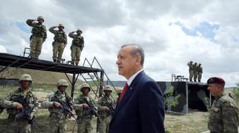 A török hadsereg bevonul Északkelet-Szíriába