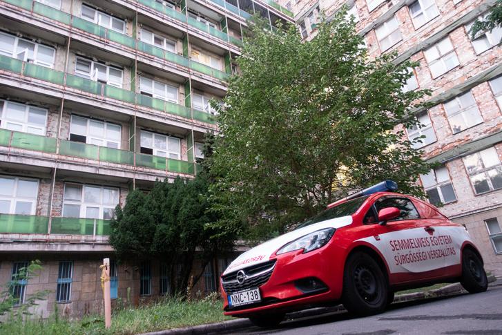 Az egyetem vérszállító szolgálata most egy ilyen Opel Corsa D-t használ 1,4 literes, 100 lóerős motorral, de van még egy Ford Fiesta is